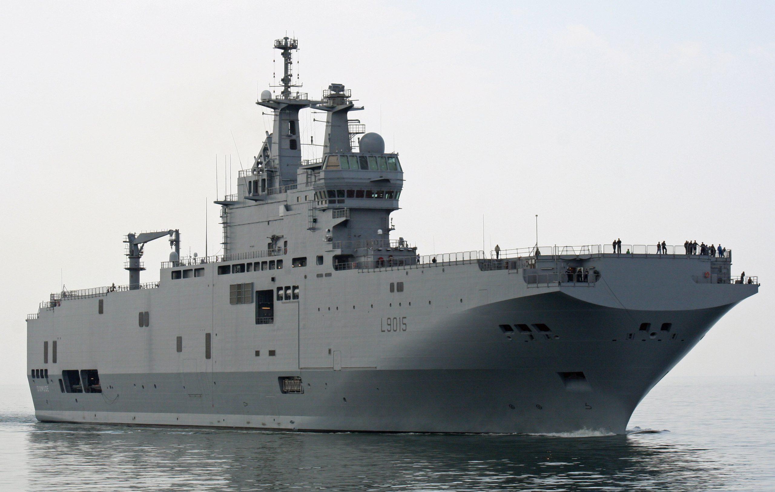 Embarquement sur le Dixmude, fleuron de la Marine nationale